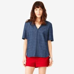 HOODED SHIRTTAIL TOP IN CHAMBRAY