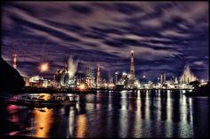 水島臨海工業地帯(岡山県倉敷市) ※鷲羽山スカイラインから見るのがいいらしい。