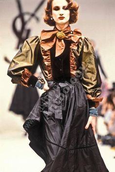 Yves saint Laurent Vintage Ysl, Mode Vintage, Vintage Fashion, Yves Saint Laurent Paris, St Laurent, Girls Cape, Christian Dior, French Fashion Designers, High Fashion