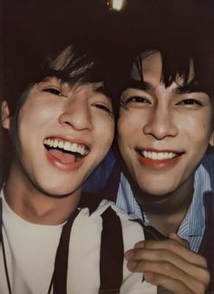 Cute Actors, Handsome Actors, Handsome Boys, Parejas Goals Tumblr, Mode Rose, Seventeen Wallpapers, Bear Wallpaper, Aesthetic People, Cute Gay Couples