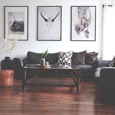 En repost av en del av stua vår bare for å si at jeg fortsatt ønsker meg lyse gulv!  Så mørkt gulv stjeler så mye lys men så hører jeg også rykter om at det er på vei inn igjen  Uansett ønsker jeg deg en fin kveld  A part of our livingroom. by imago_collectico