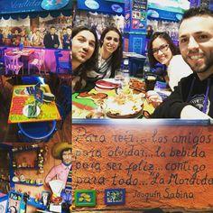 Genial! Hoy comemos en La Mordida, un mexicano espectacular. Me encanta, cuanto color, cuanta vida!!! :)