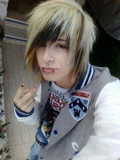 Kris))hey I just dyed mah hair *puffs out cheeks*I'm really bores anyone wanna hang?