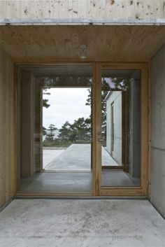 SH1 13 Scandinavian Architecture, Scandinavian Home, Architecture Details, Interior Architecture, Home Interior Design, Interior And Exterior, Exterior Paint Colors, Coastal Homes, Windows And Doors