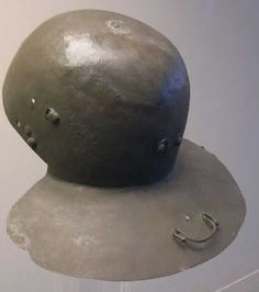 Late Hagenau or hybrid to a Weisenau helmet. Roman Helmet, Roman Legion, Carthage, Body Armor, Ancient Rome, Elmo, British Museum, Warfare, Archaeology