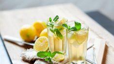 Vyskúšajte! Domáci bylinkový sirup z mäty a medovky - Pluska.sk Panna Cotta, Pudding, Ethnic Recipes, Desserts, Food, Lemon, Syrup, Healthy Drinks, Mint