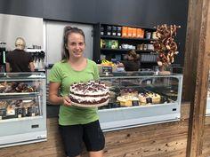 Unsere Torten und Kuchen werden täglich frisch gebacken!  Wer liebt die süße des Lebens auch so ?   #torten #kuchen #hobbybaker #cake #nakedcake #frisch #selfmade #diy #kirschtorte  #schwarzwälderkirschtorte #schwarzwälder #himbeertorte #blaubeeren  #blaubeertorte #topfen #malakoff #käsesahnetorte #nusstorte #erlebnisgärtnerei #hödnerhof #kaffee #kuchen #auszeit Cafe Bistro, Popcorn Maker, Kitchen Appliances, Fruit, Desserts, Pies, Black Forest Cake, Fresh, Backen