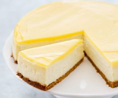 Lemon cheesecake with thermomix - Rece . - Lemon cheesecake with thermomix. Perfection in cheesecake! For lemon lovers, a silky and fragrant s - Perfect Cheesecake Recipe, Best Cheesecake, Cheesecake Recipes, Dessert Recipes, Cheesecake Squares, Dessert Food, Cheesecake Thermomix, Dessert Thermomix, Chocolate Chip Cookies
