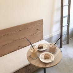 beige and white aesthetic Cream Aesthetic, Aesthetic Coffee, Brown Aesthetic, Aesthetic Food, Aesthetic Korea, Simple Aesthetic, Coffee Break, Coffee Time, Milkshake