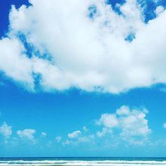 A composição de azul e branco que eu mais gosto. #beachlife #modicesinspira
