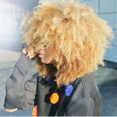 Big Afro hairstyles are basically the bigger and greater version of the Afro hairstyles. Afro which is sometimes shortened as 'FRO, is a hairstyle worn naturally outward by The African American black people. Blonde Afro, Blonde Natural Hair, Blonde Curly Hair, Coily Hair, Brown Blonde Hair, Curly Hair Styles, Natural Hair Styles, Natural Beauty, Au Natural