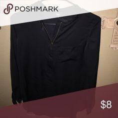 Black Top w/ pocket & zipper ! Tops