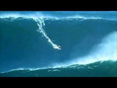 Biggest wave ever surfed on record off the coast of Portugal 30m/90 feet!!!!!!!
