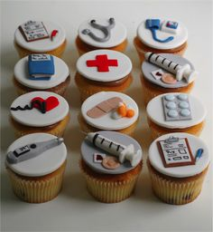 Medicine themed cupcakes/ Cupcakes com tema medicina - Modern Nurse Cupcakes, Graduation Cupcakes, Themed Cupcakes, Fun Cupcakes, Cupcake Cakes, Doctor Party, Doctor Cake, Cake Decorating Tips, Cookie Decorating