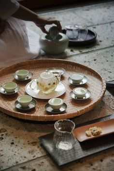 菊花茶をみんなで味わいます。|紅茶がもっと美味しくなる-Tea Cafe(ティーカフェ)-