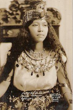 Carnival Queen: 1925 Carmen Papa wearing an Egyptian costume Filipino Art, Filipino Culture, Filipino Tattoos, Filipino Fashion, Conservative Outfits, Philippines Culture, Filipina Beauty, Egyptian Costume, Old Portraits