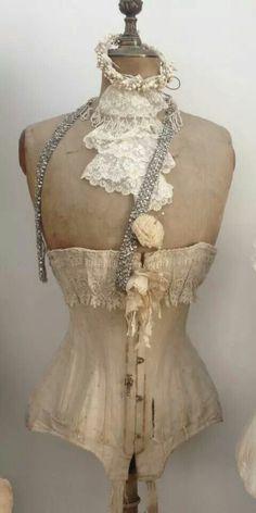 paspop met leuk corset