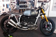 BMW Past & Furious by Moto Officina #bmw #custom #motoofficina #caferacercult