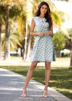 Vestido de bolinhas com laço azul escuro/branco bolinhas encomendar agora na loja on-line bonprix.de  R$ 109,00 a partir de Este vestido de…