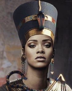 Rihanna is Nefertiti Egyptian Makeup, Egyptian Fashion, Egyptian Beauty, Egyptian Costume, Egyptian Goddess, Nefertiti Costume, Egyptian Queen Nefertiti, Ancient Egyptian Art, Black Girl Art