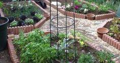 красивый двор частного дома огород