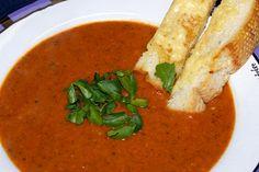 Fiery Roasted Garlic Tomato Soup - looks delicious! Roasted Tomato Soup, Garlic Soup, Tomato Soup Recipes, Roasted Tomatoes, Roasted Garlic, Chili Recipes, Healthy Recipes, Delicious Recipes, Cooking Recipes