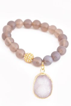Bringing you the FIRST of our Luxury Collection - this Natural bead & Druzy Bracelet. We love the concept of boutique, but not always the price. You will be AMAZED at the quality of this bracelet; and #prendas