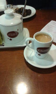 Cafezinho para aquecer a tarde fria.