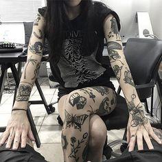 Inspiração Tattoo Old School – Tattoo Modals All Tattoos, Black Tattoos, Body Art Tattoos, Tattoos For Guys, Sleeve Tattoos, Tattoos For Women, Watch Tattoos, Tatoos, Mädchen Tattoo