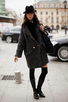 Le manteau oversize en 13 looks - The Liquor Store Gala Gonzalez, Oversize Mantel, Oversized Coat, Mode Mantel, Outfit Zusammenstellen, Winter Stil, Quoi Porter, Mode Inspiration, Mode Style