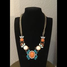 NEWGorgeous statement necklace Absolutely stunning necklace Jewelry Necklaces
