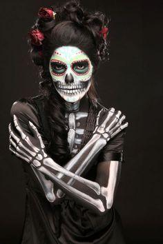 Make Sugar Skull La Catrina costume yourself Costume idea for carnival, Halloween & carniv Sugar Skull Make Up, Halloween Makeup Sugar Skull, Masque Halloween, Amazing Halloween Makeup, Halloween Costumes For 3, Skull Makeup, Makeup Art, Diy Halloween, Skeleton Makeup