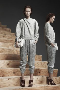 Alexander Wang New York - Pre-Fall 2013 2014 - Shows - Vogue. Alexander Wang, Vogue Mexico, 2014 Fashion Trends, Fashion Lookbook, Sports Luxe, Fashion Articles, Grey Sweatshirt, Fashion Show, Fashion Design