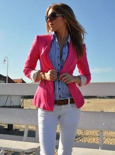 Calças brancas + camisa azul zara + casaco malha rosa + sapatos cinza e rosa