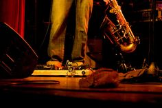O guitarrista do Xquinas tinha uma formiga cuidando da sua pedaleira no Cascavel Jazz Festival