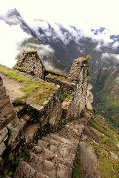 Huayna Picchu | antigo templo e escadaria construída pelos Incas acima do rio Urubamba, Peru | por Robert Downie ~~