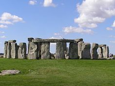 O Stonehenge brasileiro  formed by two vertical stones which rests on a horizontal slab; and menhirs, standing stones driven into the ground, which likely function was to worship the most important archaeological sites sol.Os this ancient culture are at Stonehenge, England. Another cromlech, of great importance, located in Portugal, and takes the name of Almendres Cromlech.