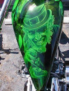 Irish and pissed off. Airbrush Art, Airbrush Designs, Custom Motorcycle Paint Jobs, Custom Paint Jobs, Air Brush Painting, Car Painting, Pinstriping, Motorcycle Tank, Custom Airbrushing