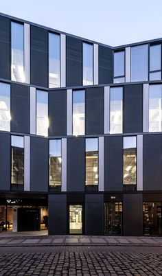 Gallery of Office Building in Za bramką Street/ Ultra Architects – 3 – Architecture Exterior Siding Options, House Exterior Color Schemes, Hospital Architecture, Architecture Office, Building Architecture, Small Buildings, Modern Buildings, Office Buildings, Exterior Doors With Glass