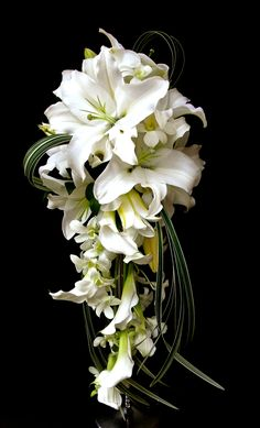 Romantic Wedding Colors, Wedding Flower Design, Floral Wedding, Summer Wedding Bouquets, Bride Bouquets, Flower Bouquet Wedding, Trailing Bouquet, Bridal Flowers, Planting Flowers