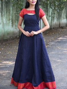 - Sungudi – Oxford Madhurai Blue Zari Border Maxi Dress – gojiberry club Source by enkitaraj - Girls Frock Design, Long Dress Design, Dress Neck Designs, Designs For Dresses, Blouse Designs, Salwar Designs, Lehenga Designs, Kurti Designs Party Wear, Sari Design
