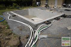 Le local technique de la piscine creusée est installé ! Pompe, filtration, électrolyse au sel, tableau électrique...comment placer et organiser ces éléments au mieux ? Voici la réalisation effectuée autour de la piscine d'Eric...  http://www.jardipartage.fr/local-technique-piscine/