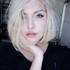 New hair white blonde pale skin 59 Ideas Hair pale skin Short White Hair, Messy Short Hair, White Blonde Hair, Long Dark Hair, Platinum Blonde Hair, Short Hair Cuts, Short Hair Styles, Black Hair, Blonde Pixie
