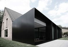 moderne home ? :: ARCHITECTURE :: Photo Credit: Graux & Beyens architecten a Belgian architecture firm - adore! Lovely exterior cladding to . Architecture Extension, Architecture Durable, Black Architecture, Houses Architecture, Architecture Design, Residential Architecture, Amazing Architecture, Contemporary Architecture, Installation Architecture