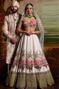 Find your wedding outfit from Sabyasachi Mukherjee SS 2016 indian bridal collection! From traditional lehengas to floral modern bridal options Indian Bridal Fashion, Indian Bridal Wear, Indian Wedding Outfits, Bridal Outfits, Indian Wear, Indian Outfits, Indian Fashion Modern, Indian Weddings, Wedding Dresses
