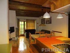 Bonito apartamento en Unya para 5 personas. Para más información y reservas: http://pirinalia.com/baqueira-apartamentos.html