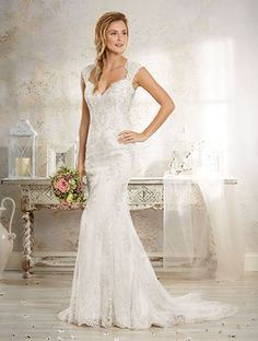Alfred Angelo Style 8551: lace fit and flare wedding dress with keyhole back