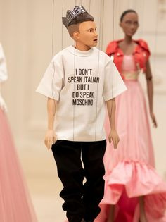 Jeremy Scott's Showed Off His Spring/Summer 2021 Collection on Puppets Spring Fashion, Fashion Show, Fashion Tips, Fashion Design, Style Fashion, 2000s Fashion Trends, Italian Luxury Brands, Jeremy Scott