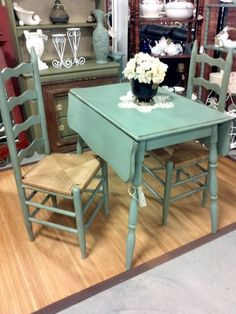 This set is like my drop leaf table & ladder back chairs. I do like the single color redo. Furniture Rehab, Drop Leaf Dining Table, Drop Leaf Table, Furniture, Vintage Kitchen, Small Kitchen Tables, Chic Kitchen, Home Decor, Shabby Chic Kitchen