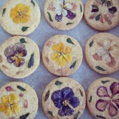Edible flower cookies http://milkjapon.com/blog/nonchan/2013/11/post-335.html